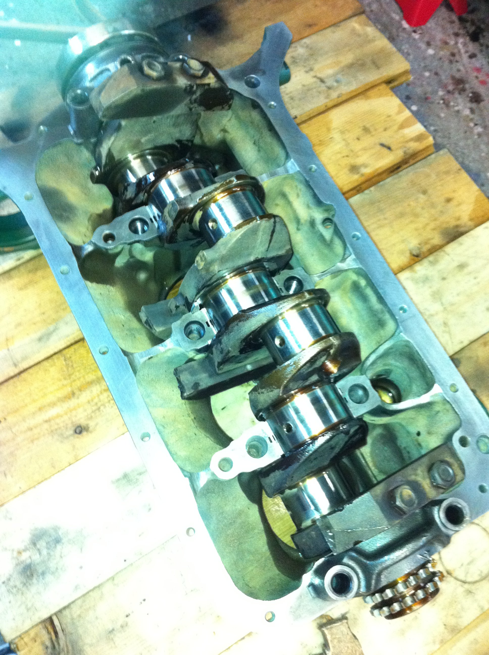 The crank gets cleaned again and goes in, new bearings installed