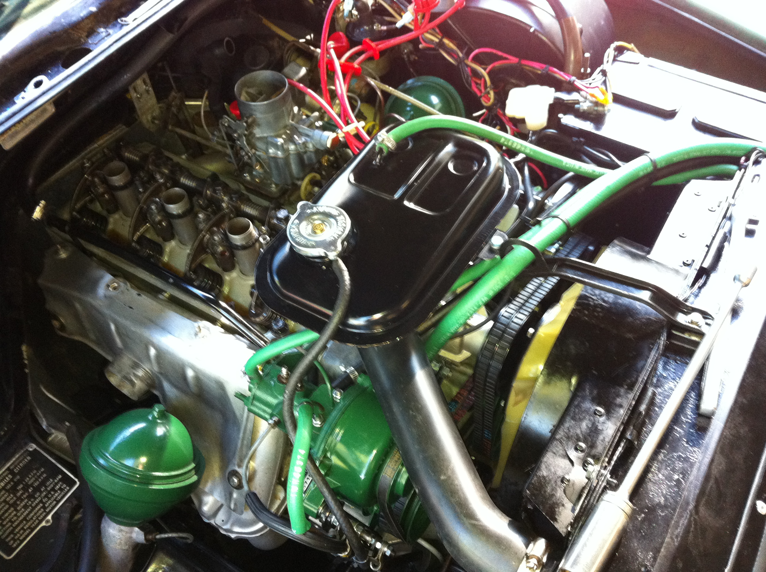 Another nice day, so I adjust the valves on the Citroen again to fix two of them that are still a bit sloppy.